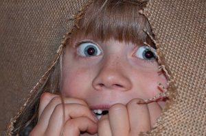 كيف تزرع استشعار الخطر لدى طفلك بدل الخوف