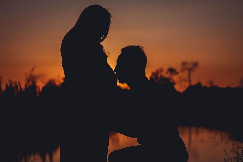 دور الزوج في حماية زوجته من اكتئاب الحمل